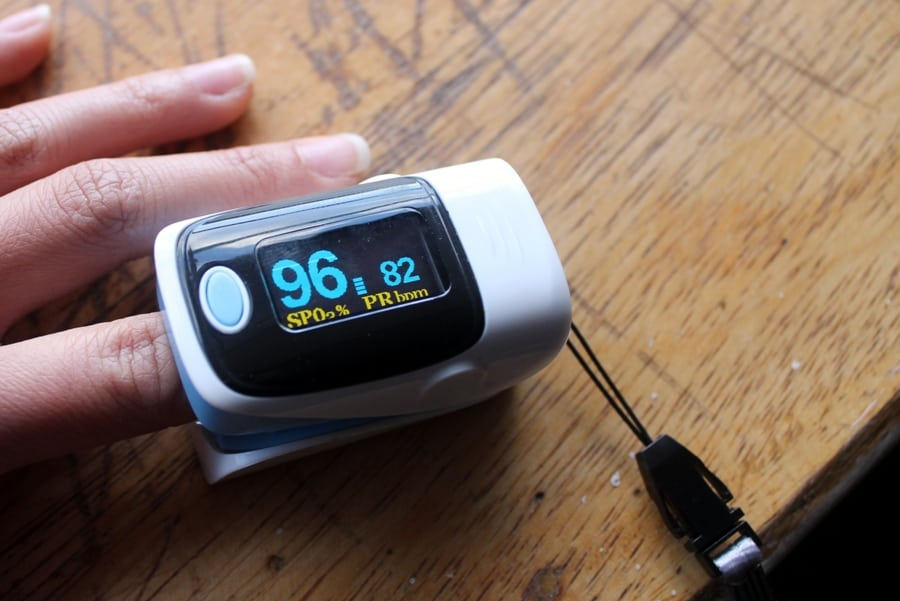 Cusco altitude sickness: Finger pulse blood oxygen meter