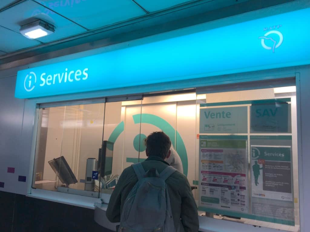 How to Use the Paris Metro - Services booth in Paris metro station