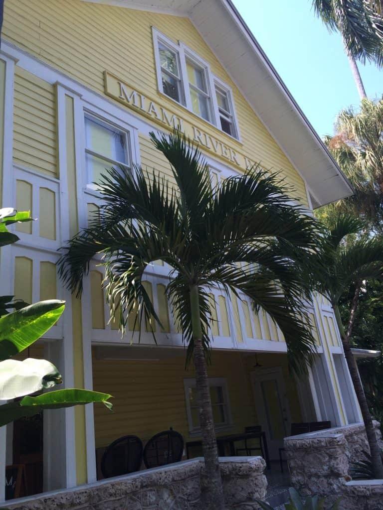Roam Coliving Miami - Miami River Inn building