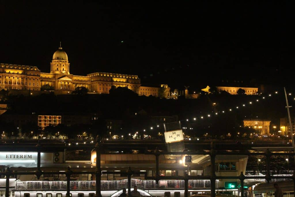 3 days in Budapest - Buda Castle by night