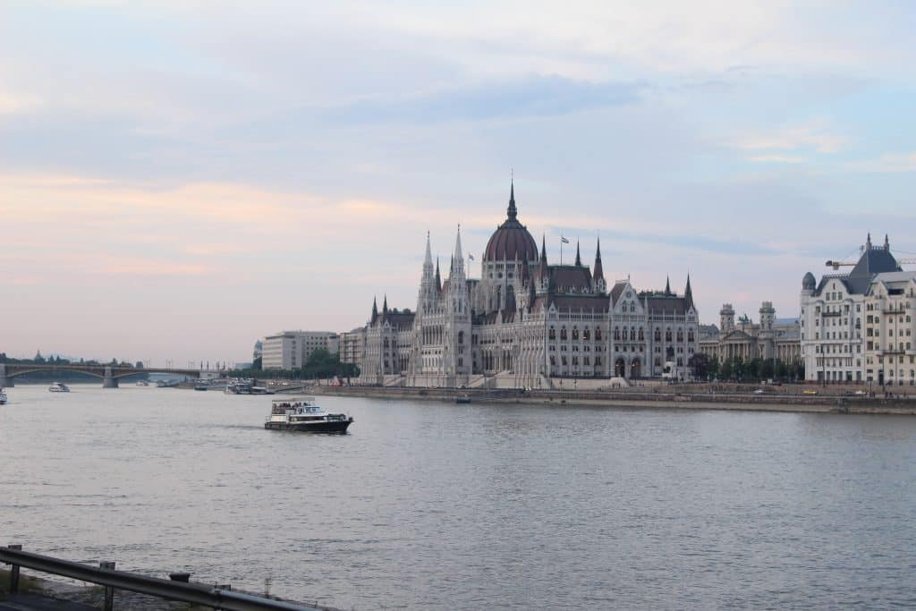 3 days in budapest - Parliament building by day